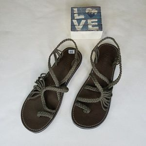Plaka Palm Leaf Brown Strappy Woven Sandal NWOT 10